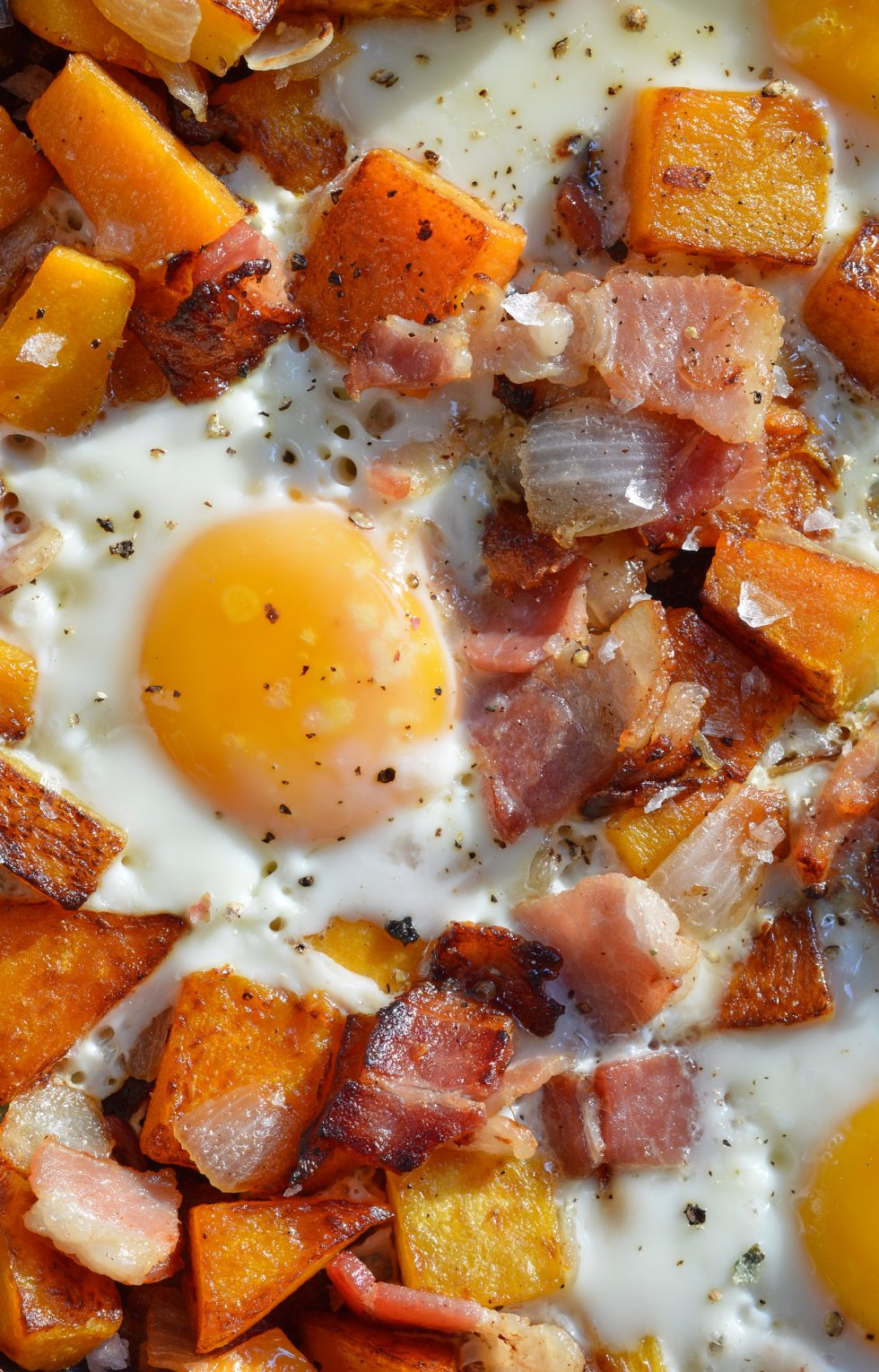The air is getting chilly and it is time for cozy comfort food. This Fall Breakfast Hash Recipe will get you going in the morning! It is an easy breakfast recipe made with butternut squash, bacon, onions and eggs. #whole30recipes #paleorecipes #paleo #whole30