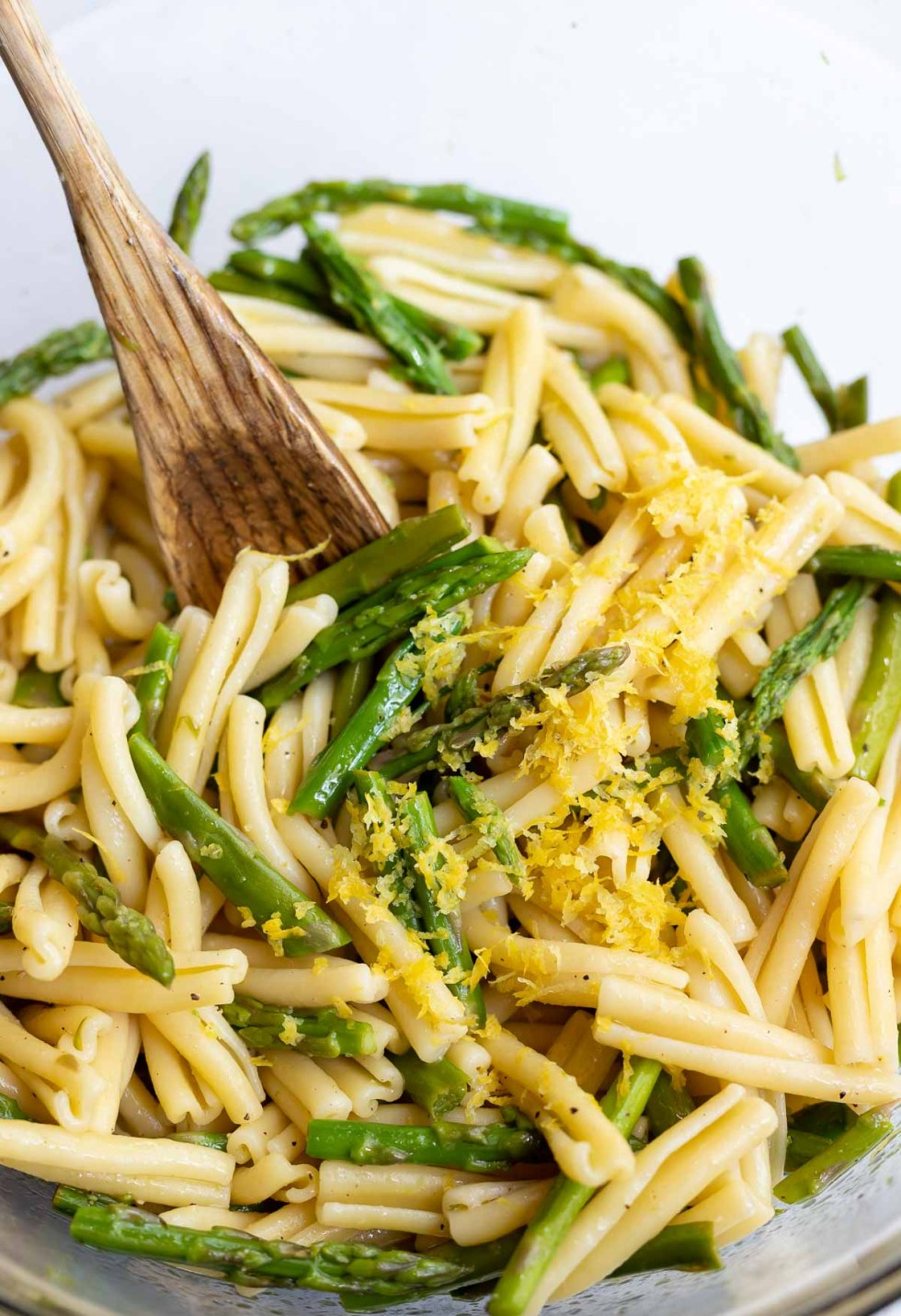 asparagus and pasta in clear bowl