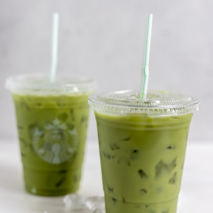 green drinks in two cups with straws