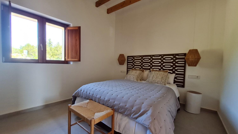 Standard_Bedroom_1-min