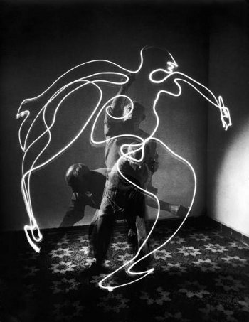 Light Painting - picasso - Gjon Mili - Space Drawing