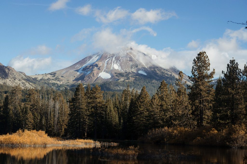 Manzanita Lake Lassen Volcanic National Park - Ecotravel - Green Destination