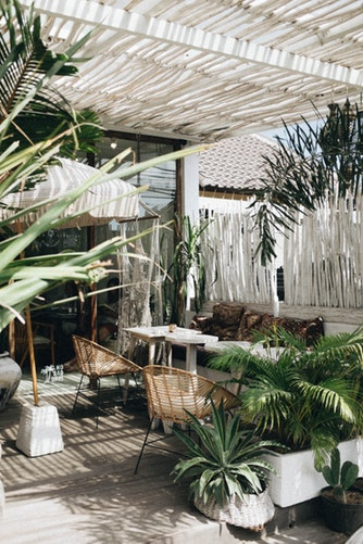 How To Blend The Outside & Interiors In Your Home Decor 5