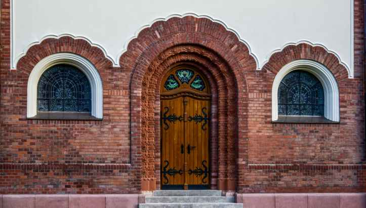 How to renovate and restore an old front door