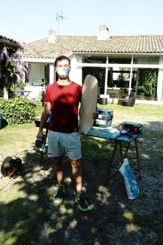 Paul LAOUE développant les premiers skateboards dans le jardin de ses parents à Bordeaux.