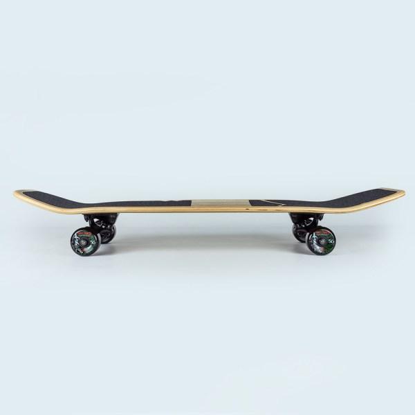 Skateboard en bois vue de coté