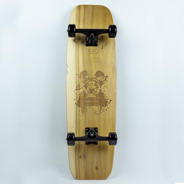 Skateboard en bois avec une gravure laser panda