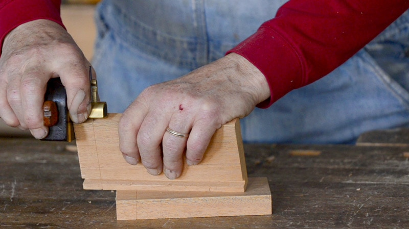 How to Cut Half-Lap Dovetails with Hand Tools