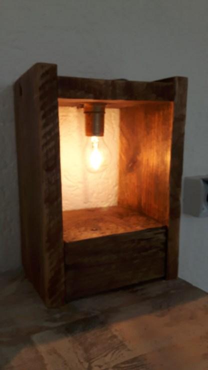 Leuchte aus Altholz und Paletten - Einzelteil