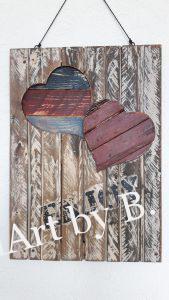 Wandboard mit zwei Herzen