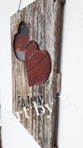 Wandboard mit zwei Herzen und Aufdruck