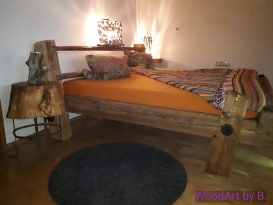 Bett im Balkendesign by WoodArt