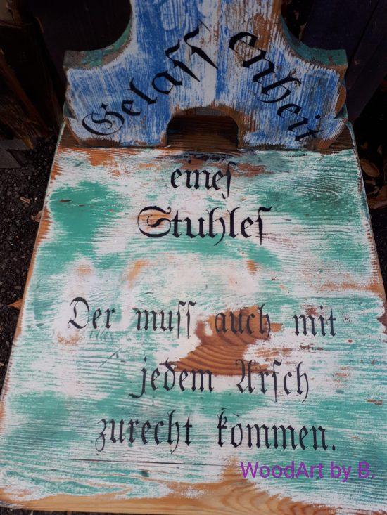 Stuhl mit Sprücheklopfer, Stuhl im Vintage-Style.