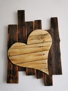 Wanddekoration, Herz auf Altholz
