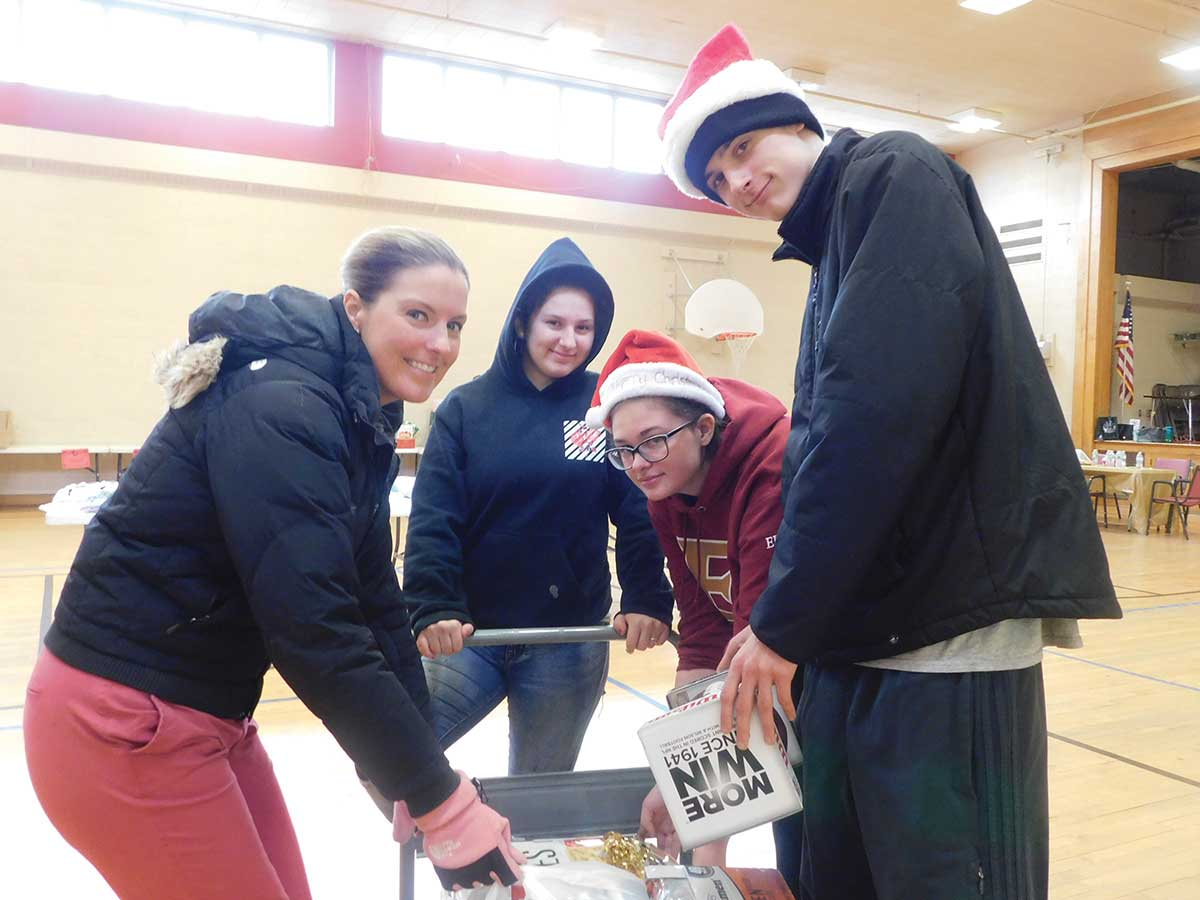 Youth Services: Amity High School Students Show Holiday Spirit