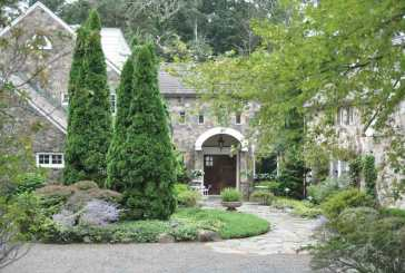"Garden Club to Host ""Secret Gardens of Woodbridge"""