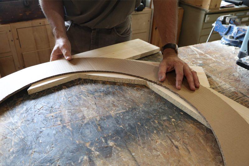 Making a round wooden mirror frame