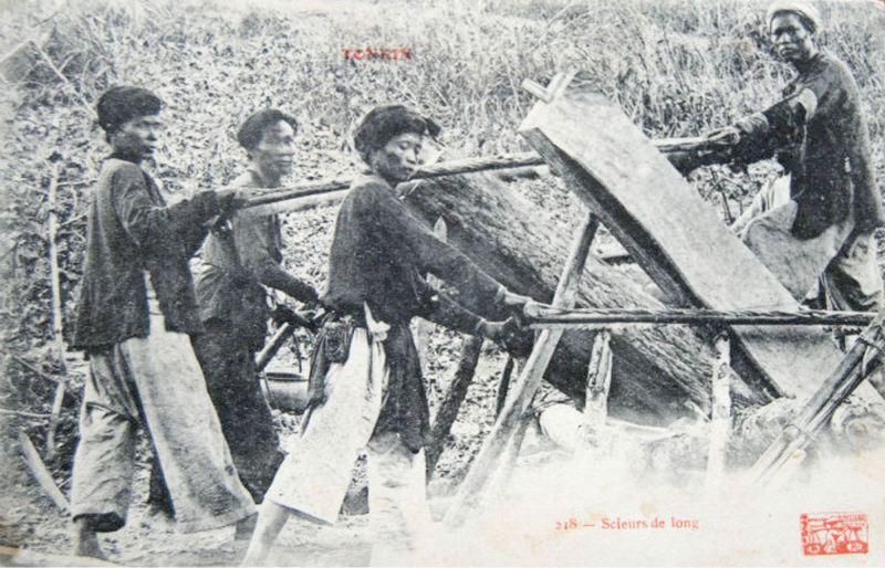 Vintage logging - Saw pits : Vietnamese sawyers in Tonkin.