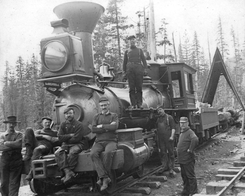 1900 Group of men with railway engine pulling logs