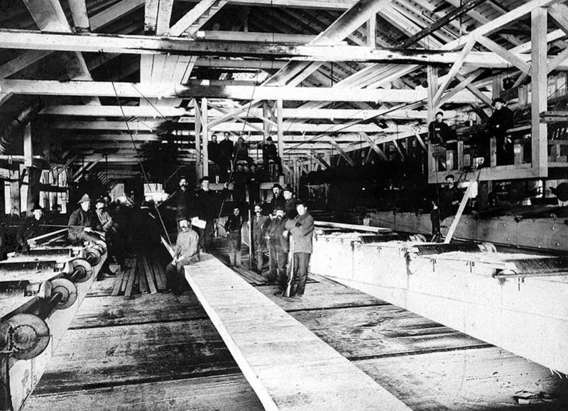 1905 Port Gamble, Washington, Puget Mill Co. sawmill interior.