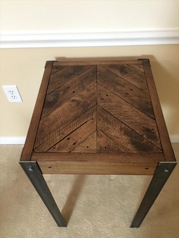 diy pallet chevron end table with metal legs | wooden pallet furniture