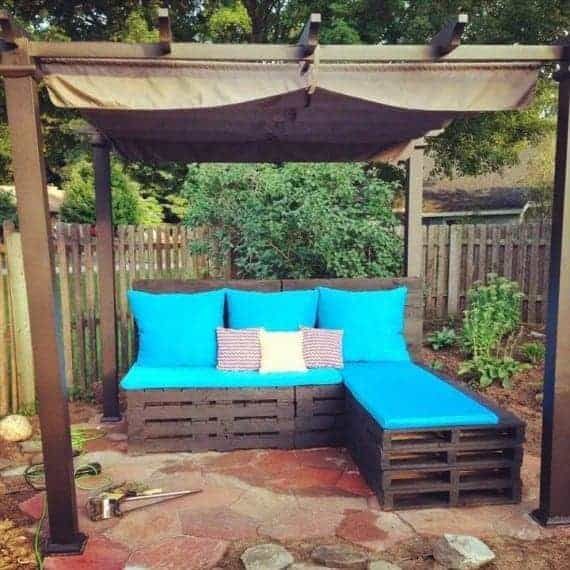 pallet-garden-L-shaped-sofa