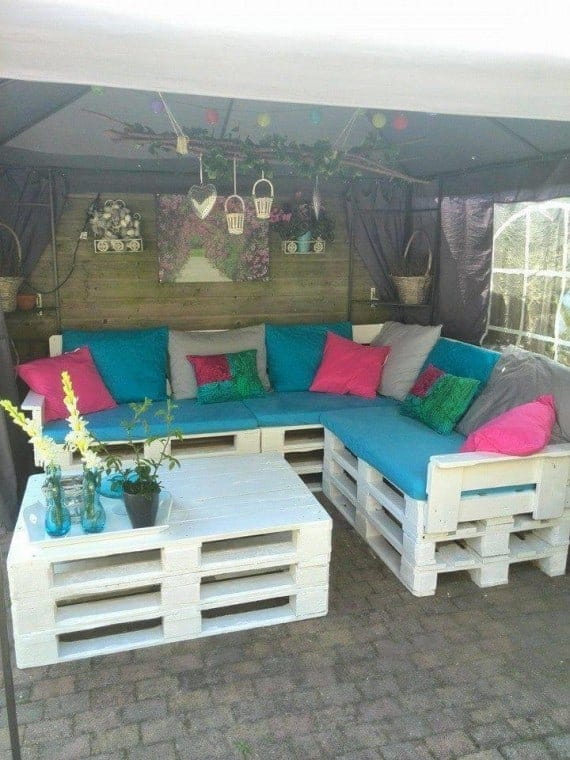 white-whole-pallet-raised-pallet-sectional-sofa