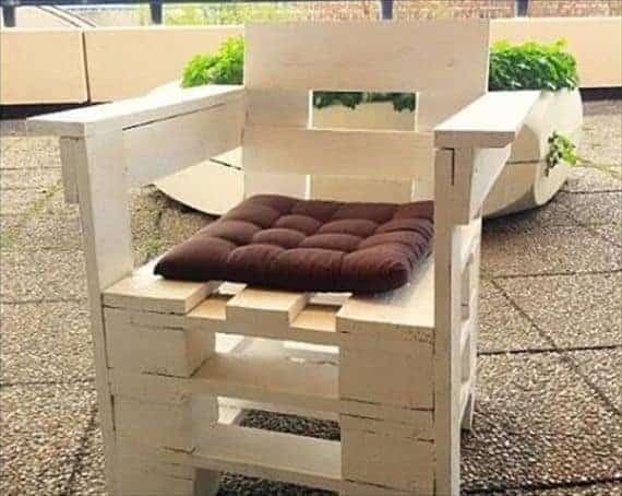 diy-white-painted-pallet-chair