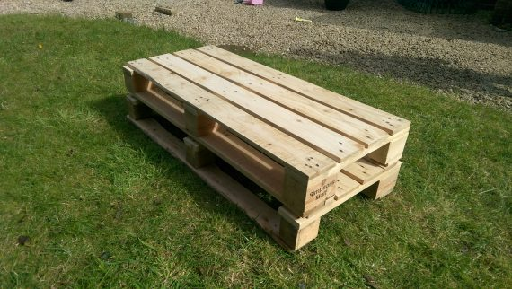 pallet coffee table before stain