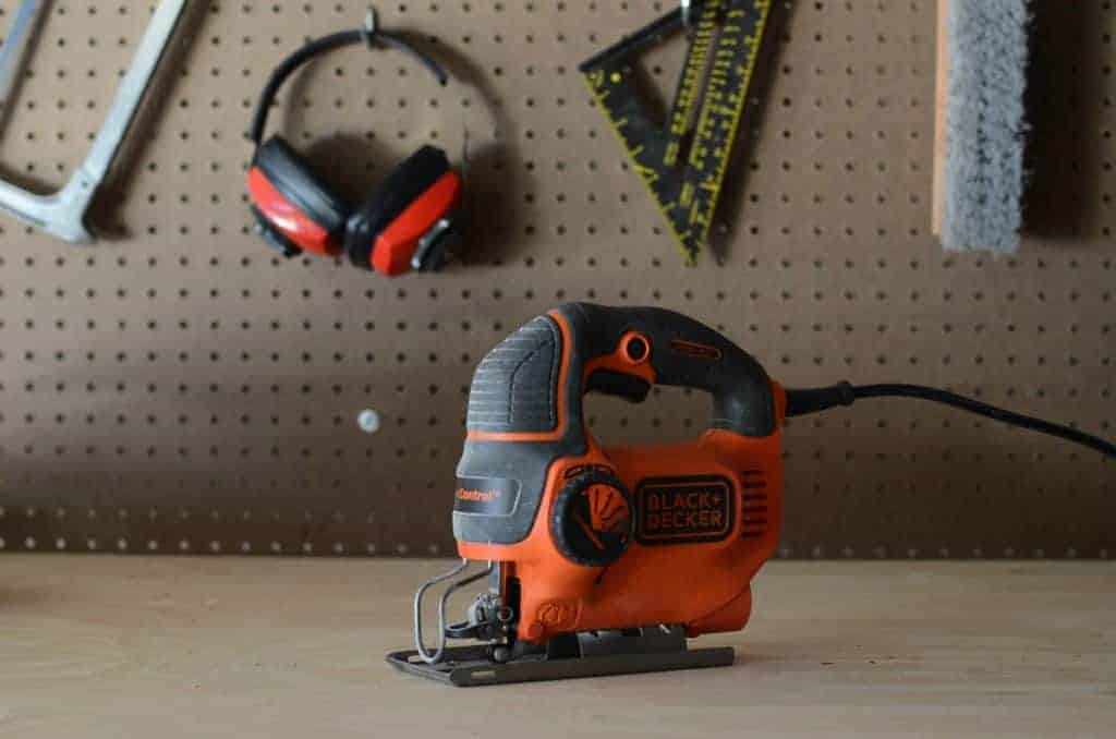 Jig Saw on a budget. Is it worth buying? Black and Decker BDEJS600c 5-amp Jig Saw review.