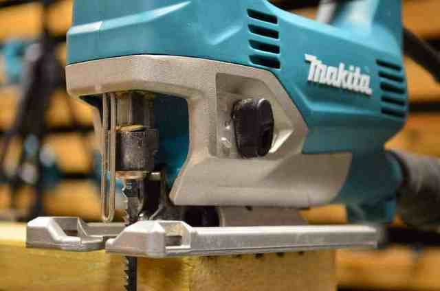 The top rated jig saws best jigsaw for every budget makita jv0600 jigsaw greentooth Choice Image