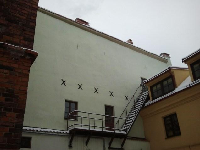 Seina pradėjo skilti, tad ją teko dygsniuot.