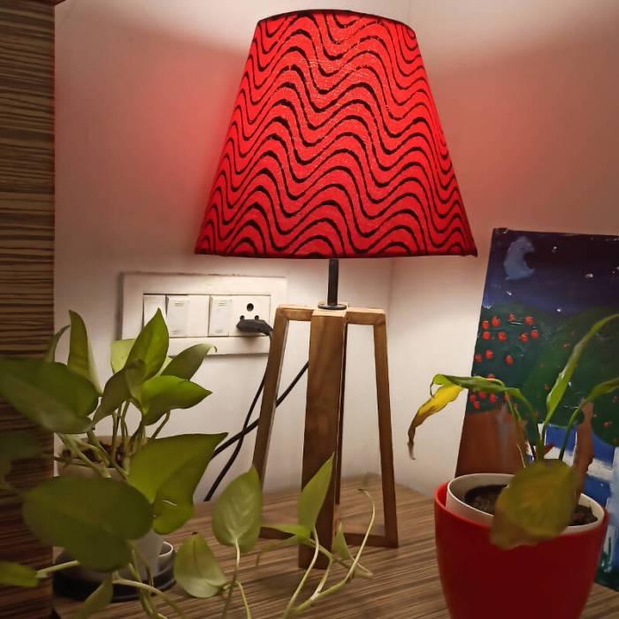 Red lamp shade tablelamp