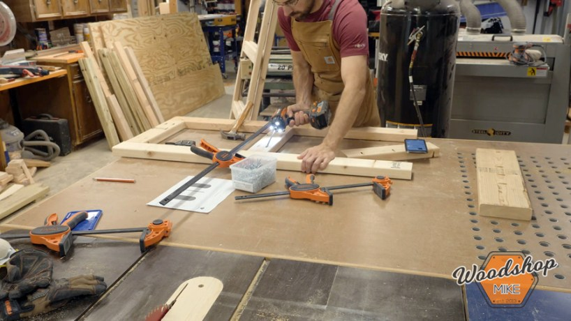 building door with pocket hole joinery _ How to make a DIY chicken coop