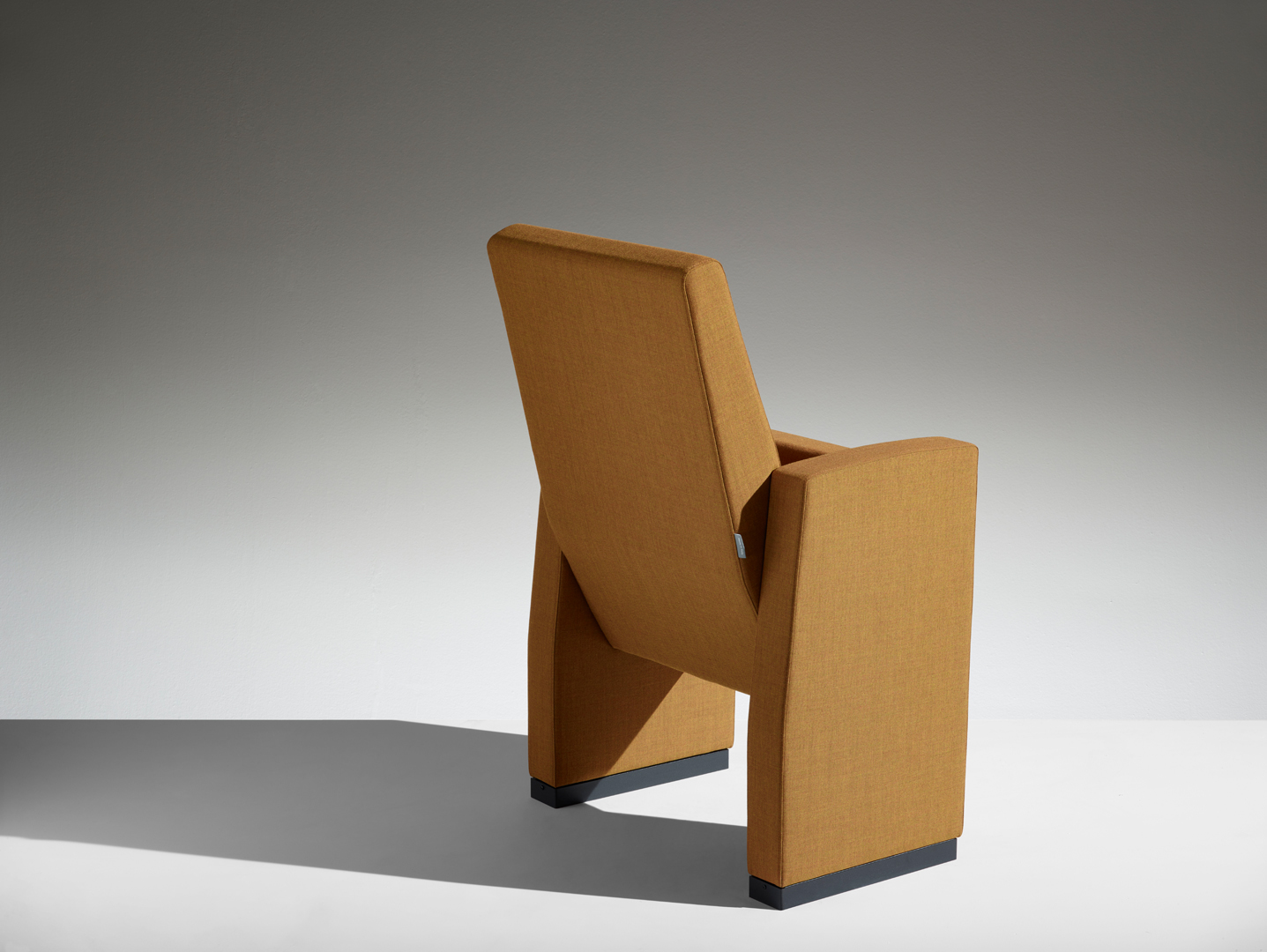 LAMM M100 Conference Chair | Woodwood Group