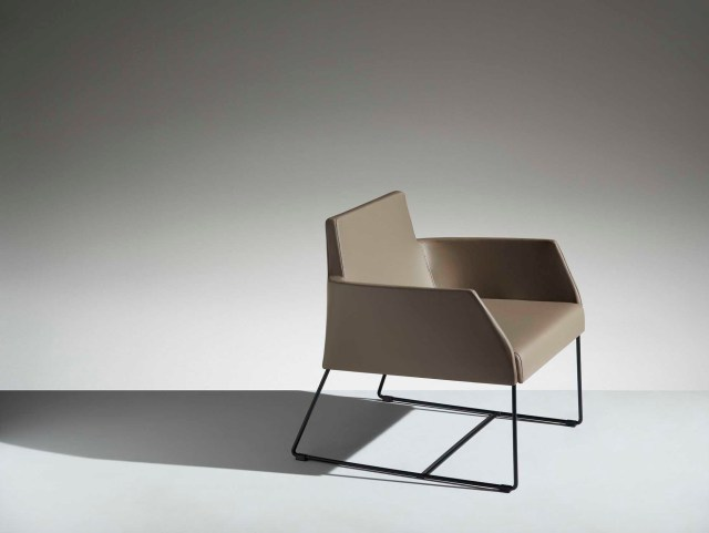 LAMM Fleet Lounge Chair | Woodwood Group