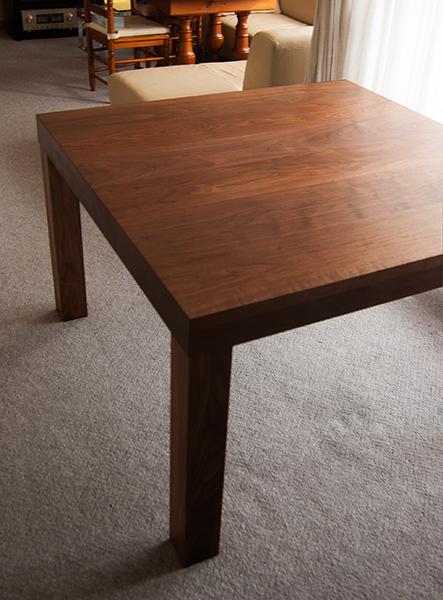 無垢オーダーテーブル/ウォールナット材アッツテーブルご納品の様子です