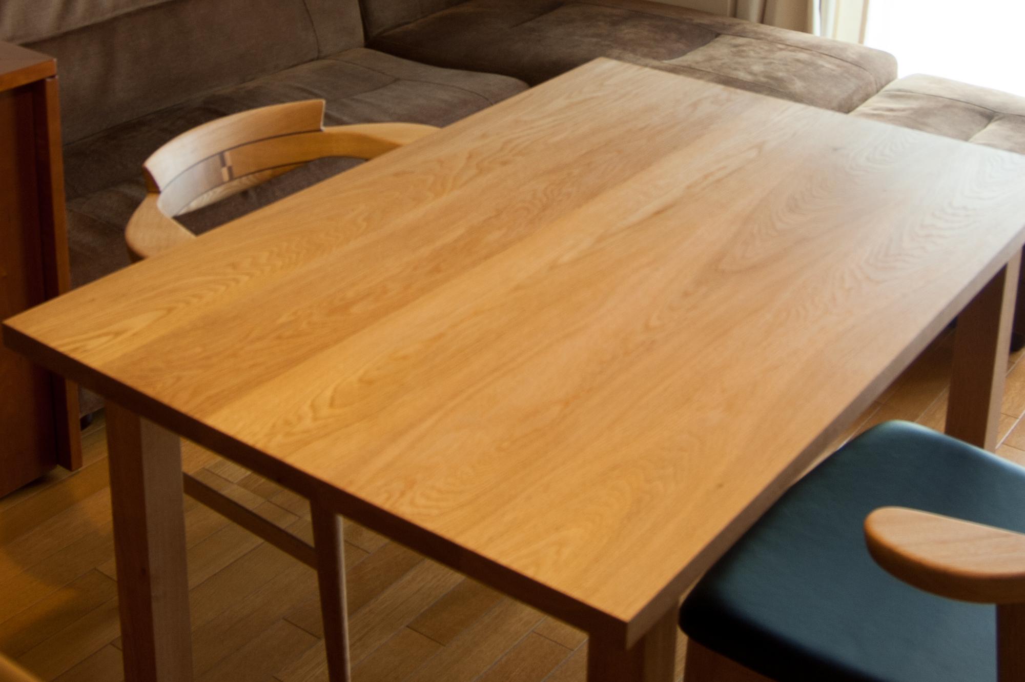 ナラ材 無垢テーブルと亜和座チェア ご納品の様子