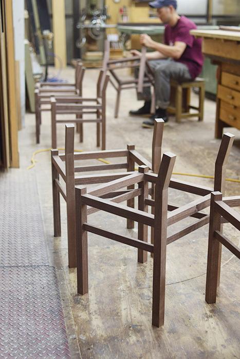 木の椅子ピコチェア製作中の地下工房 / FACTORY