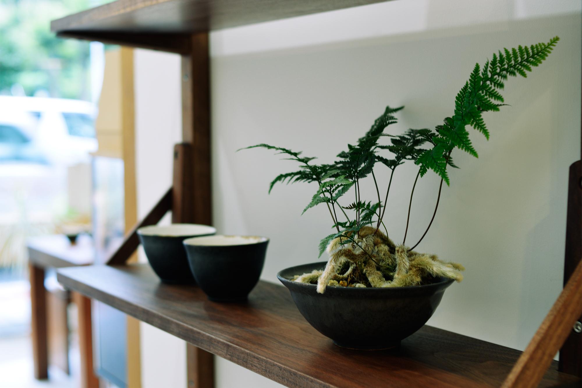 飯高幸作さん器展示販売『いつもの食卓、家具と器』