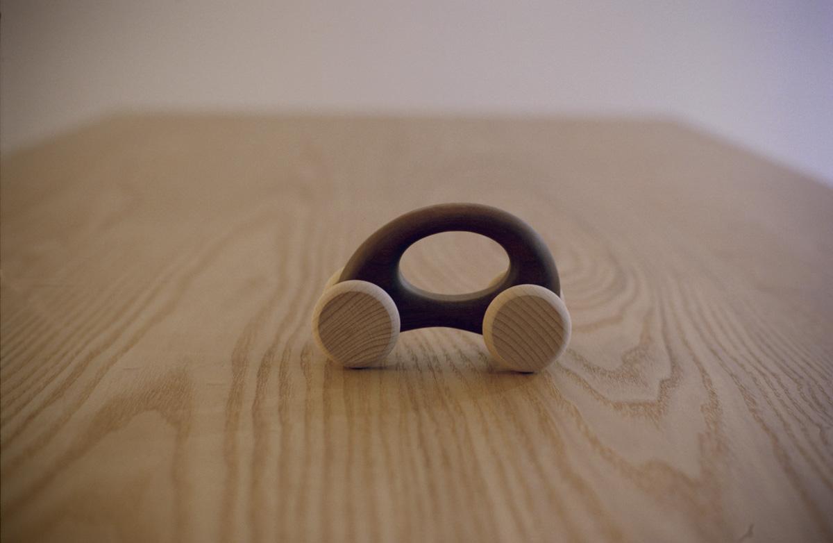 木の車「エッグ」(ボディ/ウォールナット)
