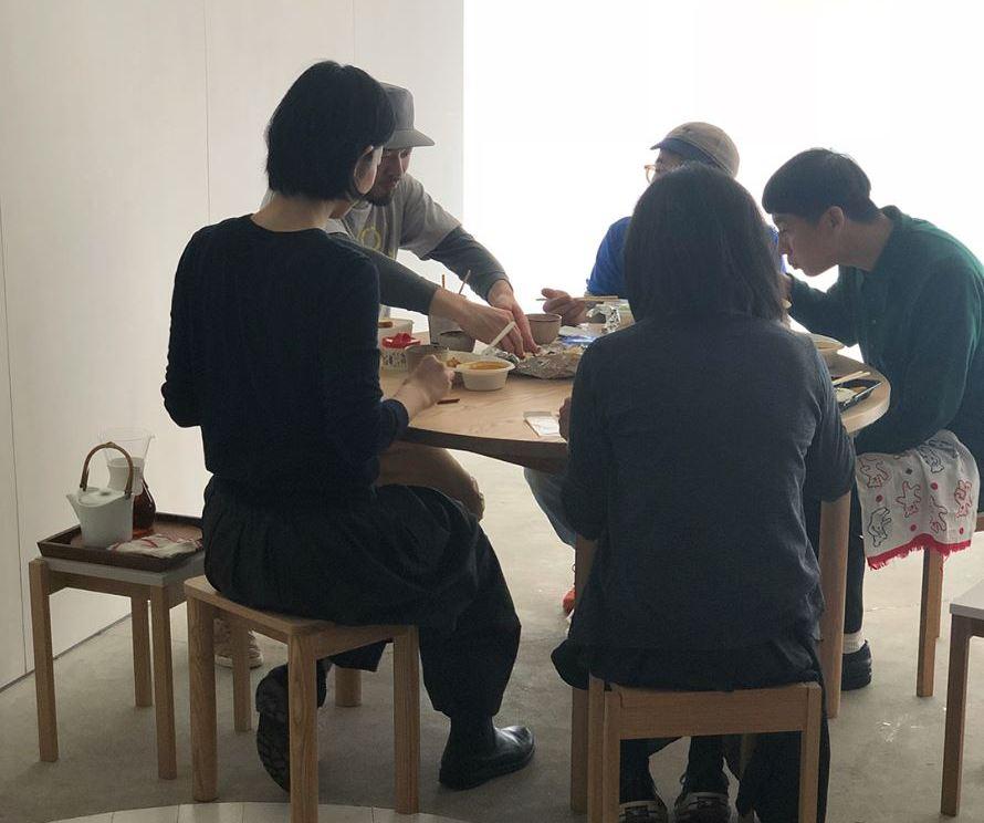 設営の合間の食事