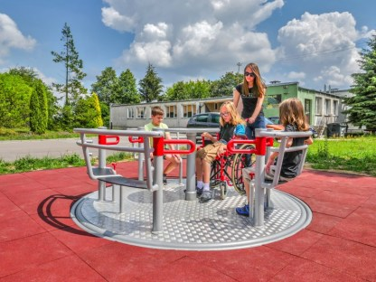 Woodwork AB-Handikappanpassad rullstolskarusell för lekplats