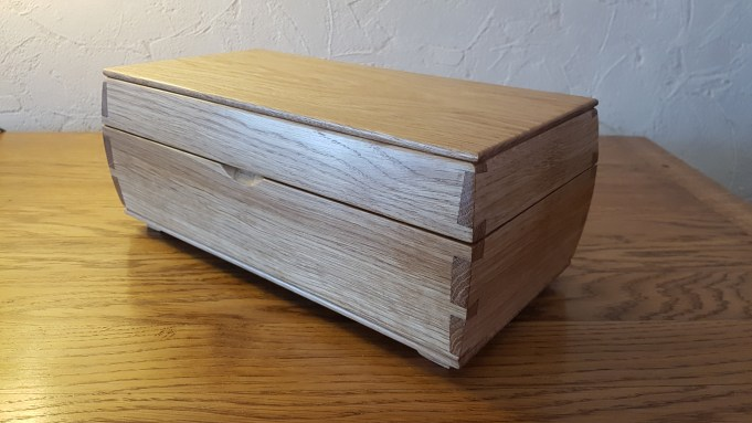 Keepsake box in oak.