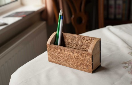 pen caddy made for my dad as a birthday gift, I used quartersawn meranti and pine offcuts, finished with danish oil
