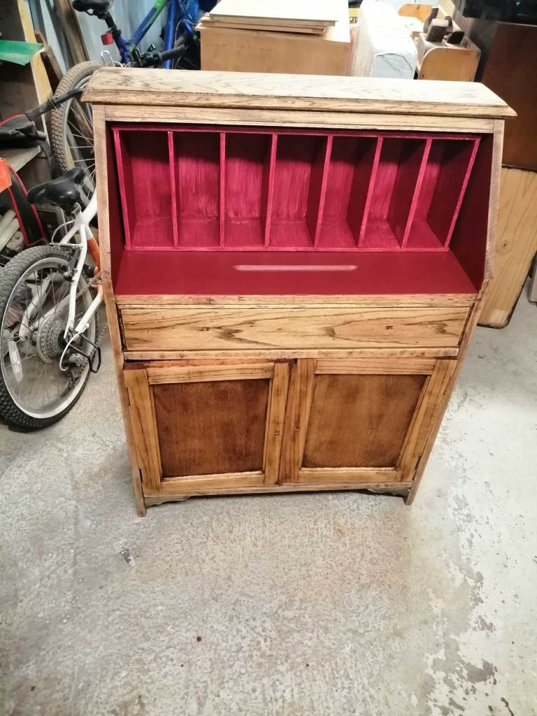 Upcycled bureau desk - First coat of red paint