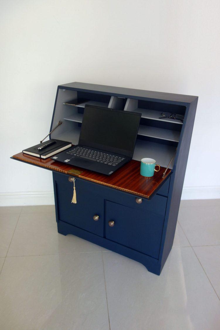 Bureau desk - With laptop