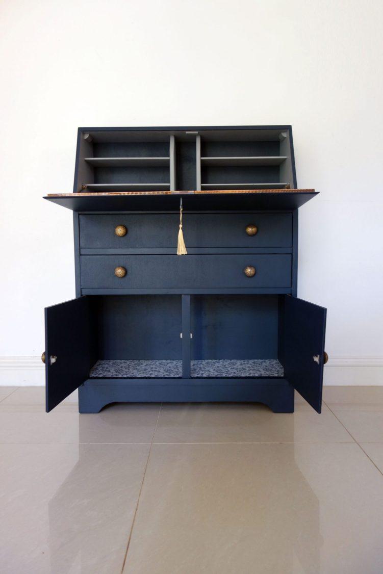 Bureau desk - Front open
