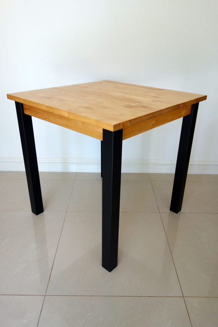 Square table - Side angle