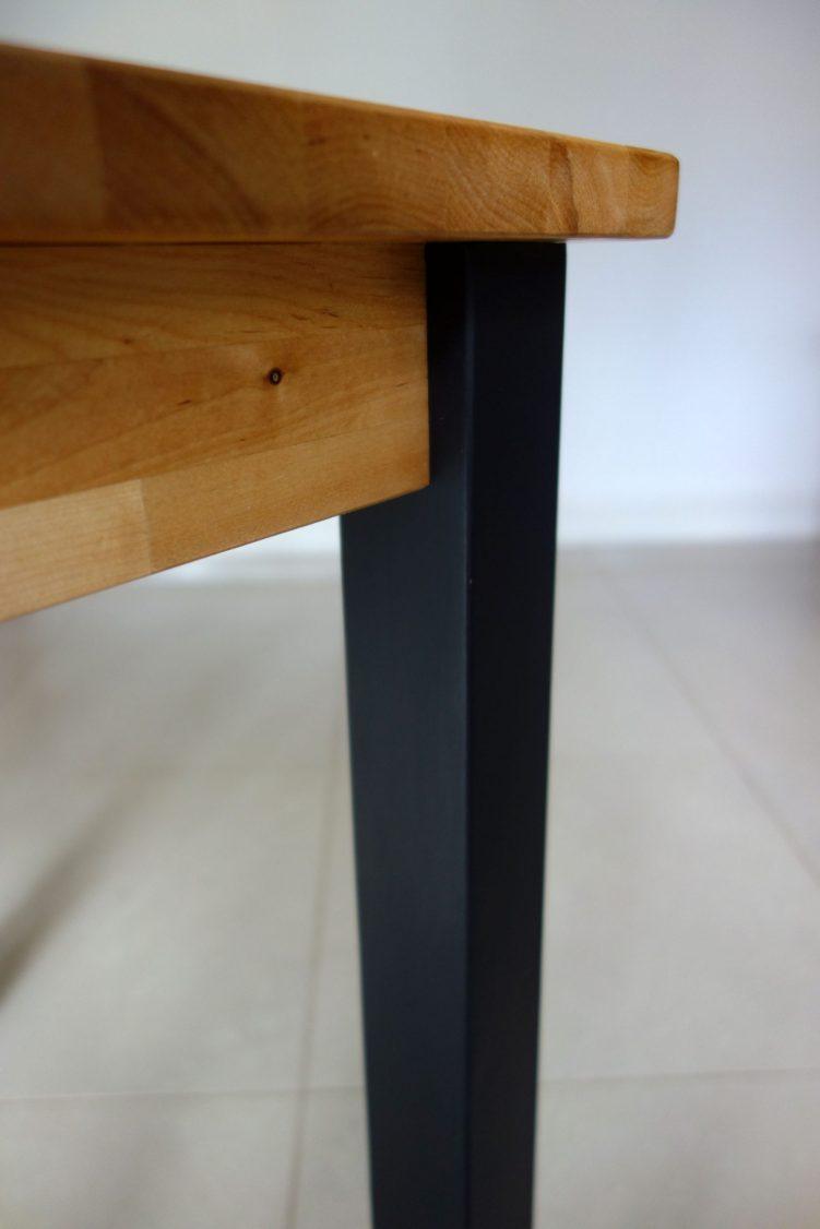 Square table - Leg close up